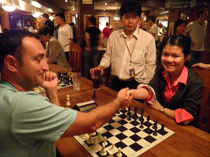 GM Amonatov faces WFM Zhai Mo of China in the final of the Blitz Championship