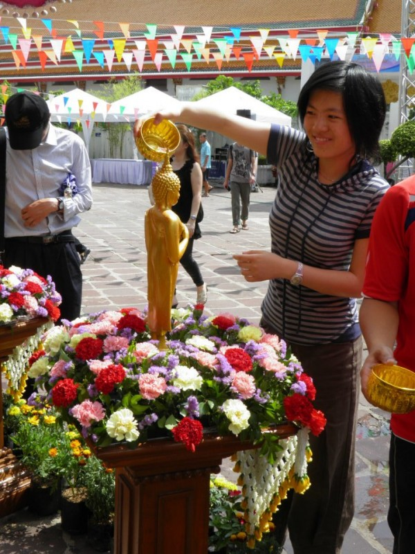 World Champion Hou Yifan celebrating Thailand's traditional Songkran festival