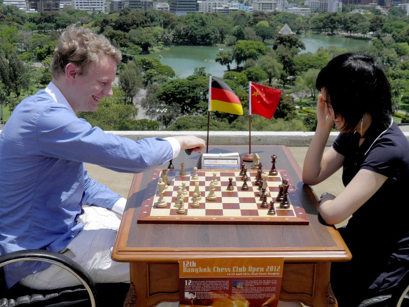 Grandmasters Jan Gustafsson and Hou Yifan playing blitz on the rooftop of Bangkok's Dusit Thani Hotel